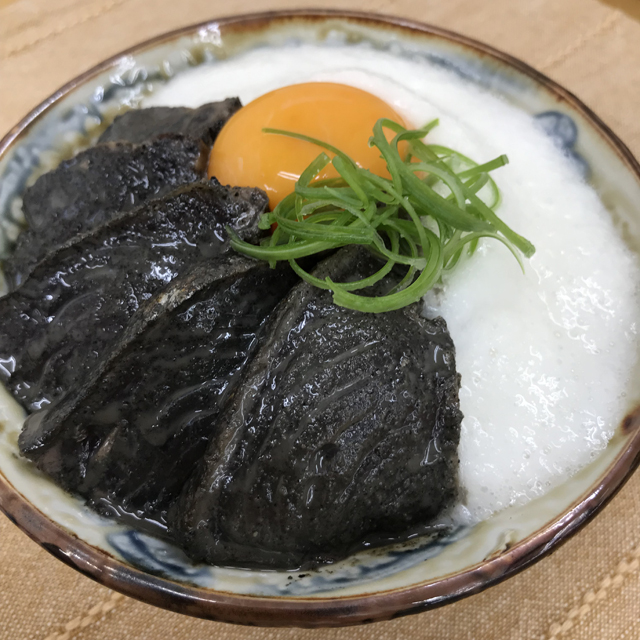 カツオの白黒漬け丼